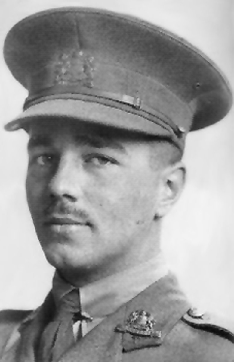 wilfred owens use of imagery Wilfred owen successfully creates the truthful and terrifying image of war within his poems the loss, sacrifice, urgency and pity of war are shown within the themes of his poetry and the use of strong figurative language sensory imagery and tone contribute to the reader.